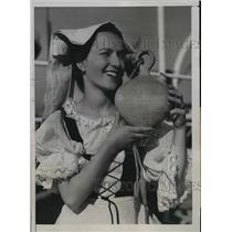 1933 Press Photo Miss Vivian Moore of Pasadena chosen as Princess of Seven Seas