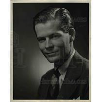 1945 Press Photo George Wardman Asst To Robert Cummings Pan American World Airwa