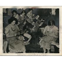 1940 Press Photo Homeless Civilians of German Bombing at Essex School in London