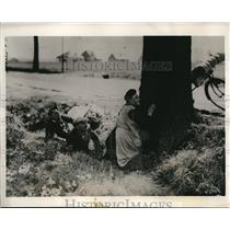 1940 Press Photo Civilian Seek Shelter From German Invaders in Belgium
