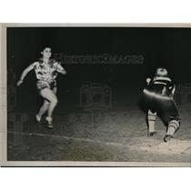 1937 Press Photo NAtl Softball tourny Chicago Olga Madera of Rayles vs Jolliffe