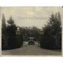 1924 Press Photo Driveway Leading Up to the Main Entrance of John Davis Home