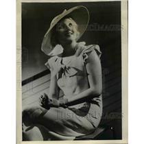 1933 Press Photo Blue Canvas-Weave cotton fashions, Madame Hugette Duflos