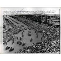 1960 Press Photo Crowds on Sung Kiang Road Greet President Eisenhower, China
