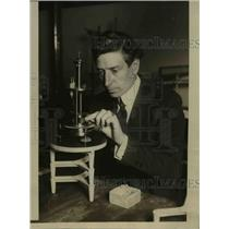 1924 Press Photo Professor WF Swan-University Of Chicago Conducts Experiments