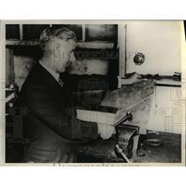 1934 Press Photo A.E.Shrimpton, a London motor engineer  - nee36200