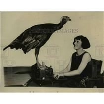 1923 Press Photo The turkey for Mrs. Harding with Esther Wilton - nee37590