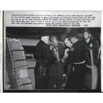 1960 Press Photo police disarm stick bomb, Rv. J.T. Robinson was target, Atlanta