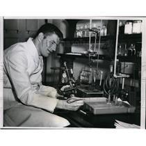 1953 Press Photo Chicago Bill McColl Bears ens & med student at Chicago U