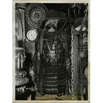 1940 Press Photo Chinese Soldier in Ancient Suit of Armor - nee35502