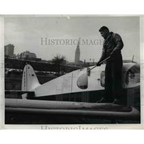 1954 Press Photo Tony Lavrich Washing a Bellauca at Lakefront Airport Cleveland