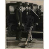 1922 Press Photo Miss Katherine Bache Shopping on Park Avenue  - nee37111