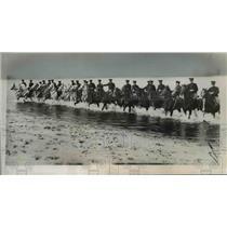 1937 Press Photo Mounted police of Australia seen exercising their mounts