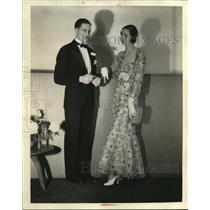 1931 Press Photo A man wears a Tuxedo & a woman wears an evening gown in a party