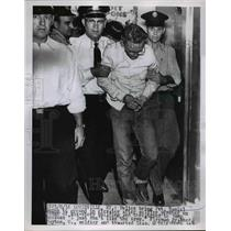 1955 Press Photo Police bring Pvt. Daniel Burns to elevator after attempt jump