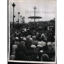 1952 Press Photo Catholic Pilgrims Pray at Eucharistic Congress, Barcelona Spain