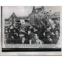 1954 Press Photo Citizens parade through Moscow Square during May Day Celebratio