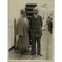 1926 Press Photo Congressman Morton D Hull Of New York And Wife On A Trip.