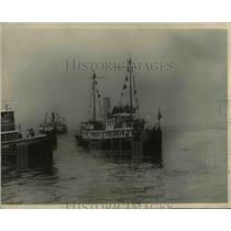 "1927 Press Photo Tug ""Macon"" going to meet the S.S. Berengaria - nee39623"