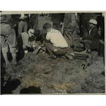 1927 Press Photo Arthur J Steve Lacey unconscious escaping gas fumes on landing