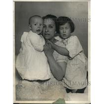 1925 Press Photo Mrs von Maluski & kids Robert & Gertrude