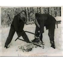 1953 Press Photo Doris Miller & Carol Green Troop 241 - nee37348