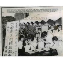 1947 Press Photo Tokyo Children line up for free dental examinations.