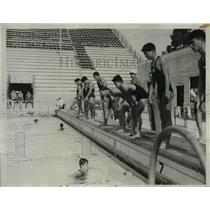 1932 Press Photo Japanese Swimmers At Olympic Plunge, Los Angeles For The Games.