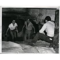 1940 Press Photo Redwood Beach Men Fight Giant Waves with Sandbags  - nee47937