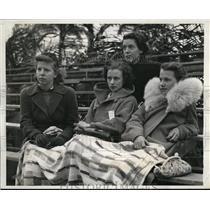1940 Press Photo West Palm Beach Fla spectators bundle up in cold weather