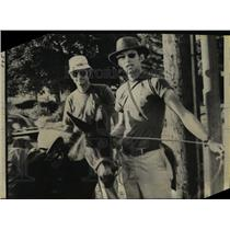 1970 Press Photo David & John Kunst On Their Mile Hike Around The World