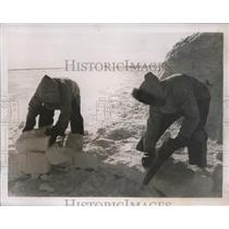 1938 Press Photo Canadian Arctic Expedition Members Build Ice Hut - nee48839