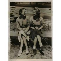 1957 Press Photo of Mrs. R.J. Bicknell(L) and Mrs Bobby Dodd.  - nee47495