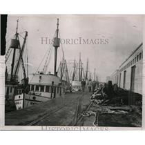 1933 Press Photo the light of the moon means a holiday for seiners  - nee47868