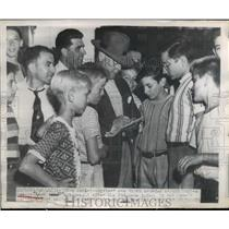 1949 Press Photo Youngsters Get Autograph From Umpire George Barr - nee45471