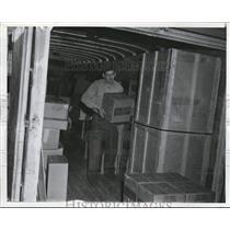 1939 Press Photo Truck unloads goods at San Francisco, California - nee47925
