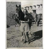 1933 Press Photo Mrs Hugh Bullock nee Marie Graves on honeymoon