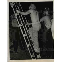 1949 Press Photo LaRue Hides Face in Embarrassment in Denver - nee44554