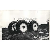 1936 Press Photo Gulf Research Laboratory Marsh Buggy Travels 55 MPH on Land