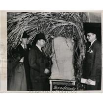 1938 Press Photo Inspecting specially woven Cotton Sack use in shipment packing.