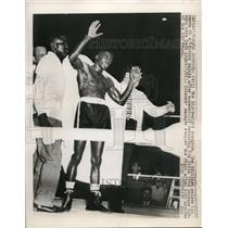 1949 Press Photo LA Calif Ike Williams after beating Enrique Bolance - nes28774