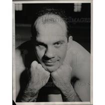1940 Press Photo John Daycel shows black eye he received during training
