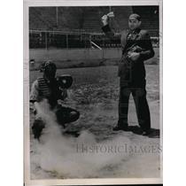 1939 Press Photo Wichita Kas Ump Harold Reynolds & catcher Ulbble of All Steel