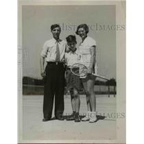 1935 Press Photo Joe Russell with son Johnny and Mrs. Russell. - nee51653