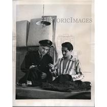 1949 Press Photo Insp. Guiseppe Mazzon examined Uniform made by Trieste convicts