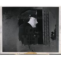 1948 Press Photo Chicago-This Chicago Park District policeman seen thru window