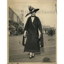 1922 Press Photo Mrs Mary Roberts Rinehart in Atlantic City Easter Sunday