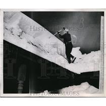1951 Press Photo Aspen, Colorado Resident Shovels Roof of his home  - nee54288