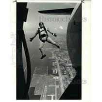 1986 Press Photo A Member Of Armys Golden Knights Jumps Out Of A King Air
