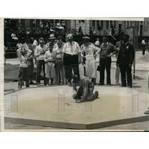 1931 Press Photo Howard Robbins, 1925 Nat'l Marbles champ, shows his trick shots